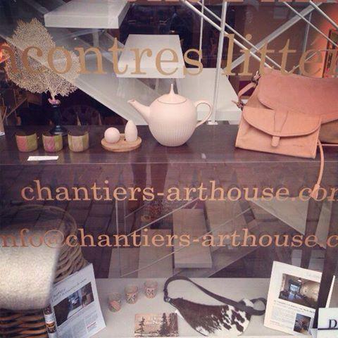 Ambiance poudrée et un thé chez Chantier(s)